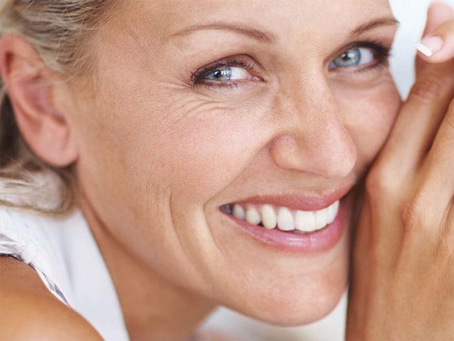 Народные средства от морщин вокруг глаз после 40 лет: самые эффективные рецепты, увлажняющие маски, овощи, фрукты и зелень, натуральные масла, массаж, рекомендации специалистов