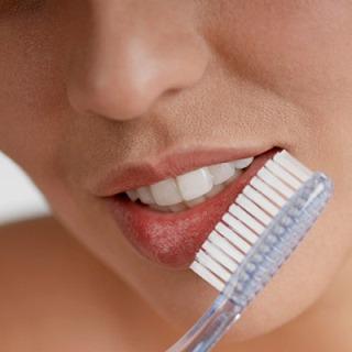 массаж зубной щеткой